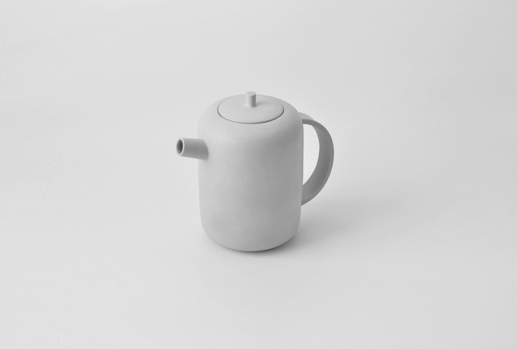 Minimalist Object of Desire – The Silent Teapot