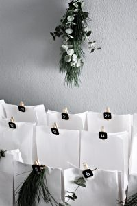 Minimalist home, minimalist deco, minimalist advent decor,