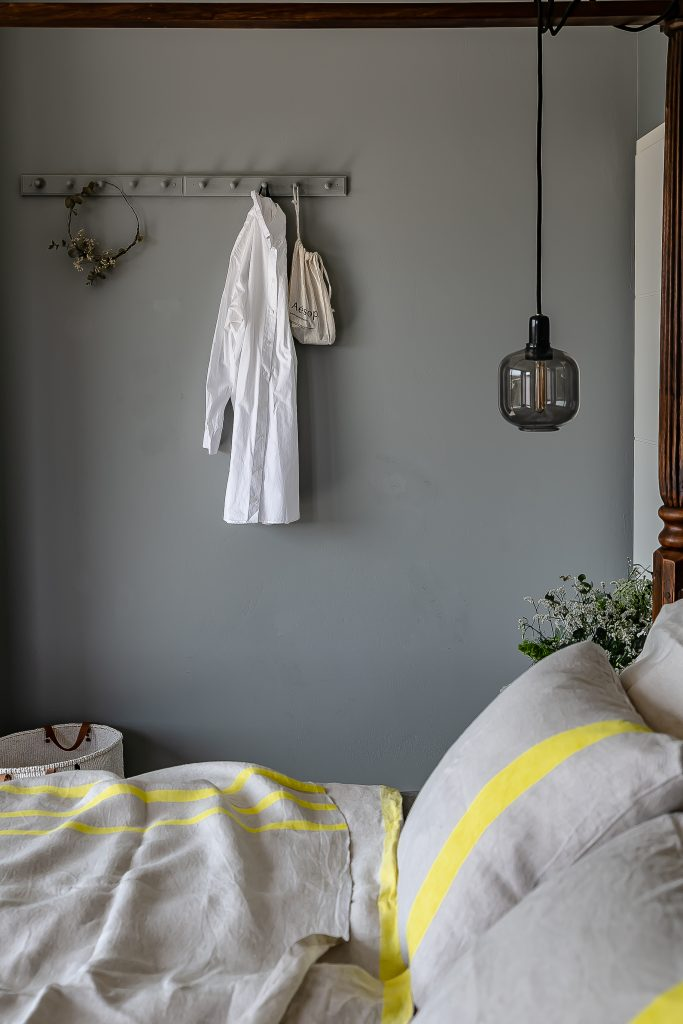 Prolonging the summer feeling at home with linen bedding