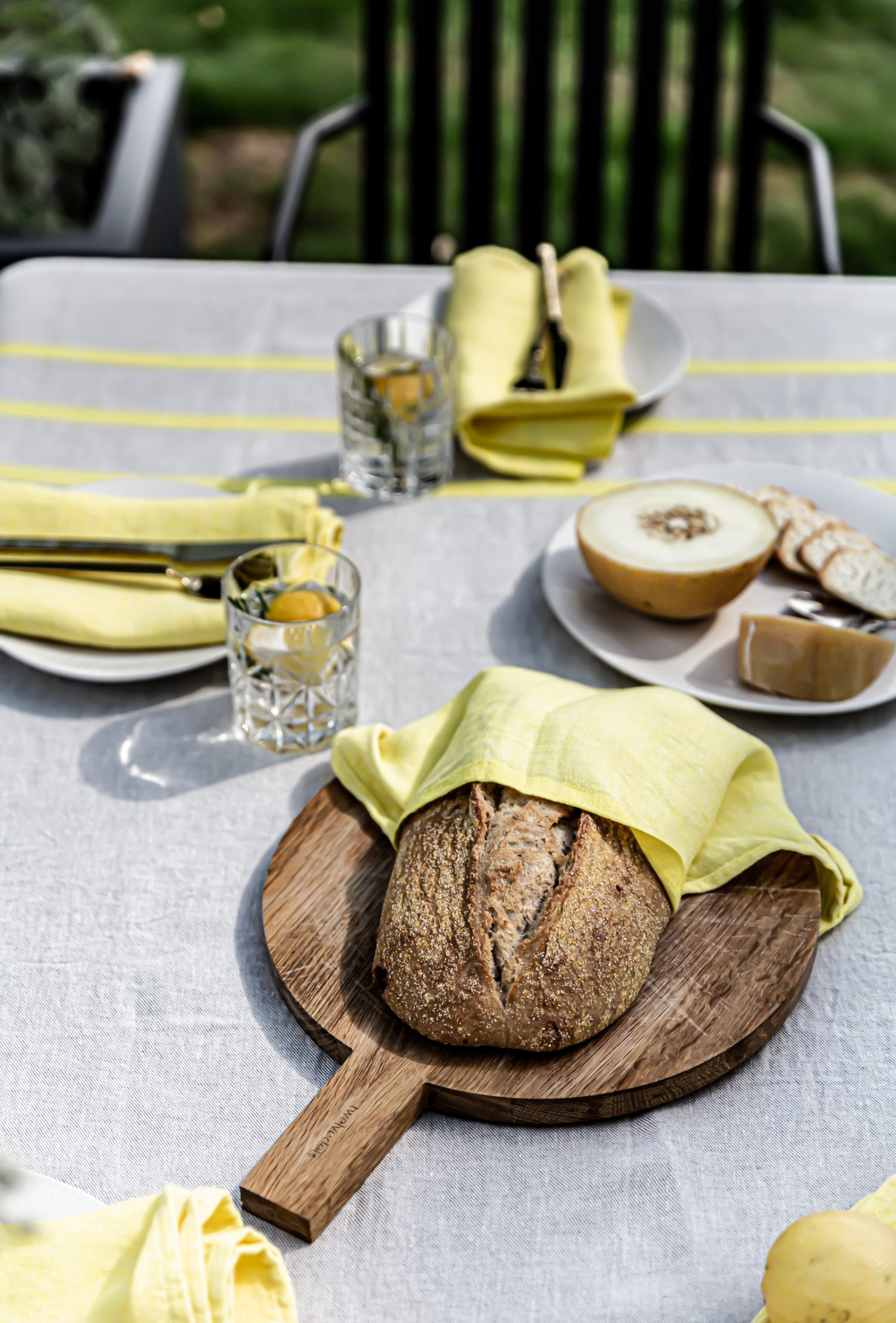 Summer Outdoor table setting ecological linen table cloth